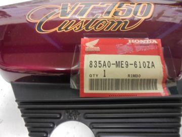 835AO-ME9-610ZA Cover frame R. Honda VT750C