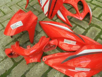 Cover set compl.Aerox scooter orig.Yamaha red