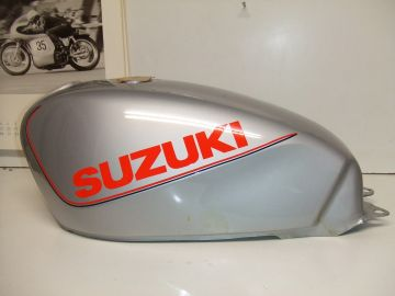 44100-33200-73 Fueltank Suz.GSX250/400'83up Silver new