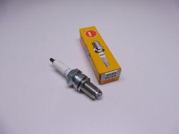 DR7ES (NGK)spark plug (bougie)